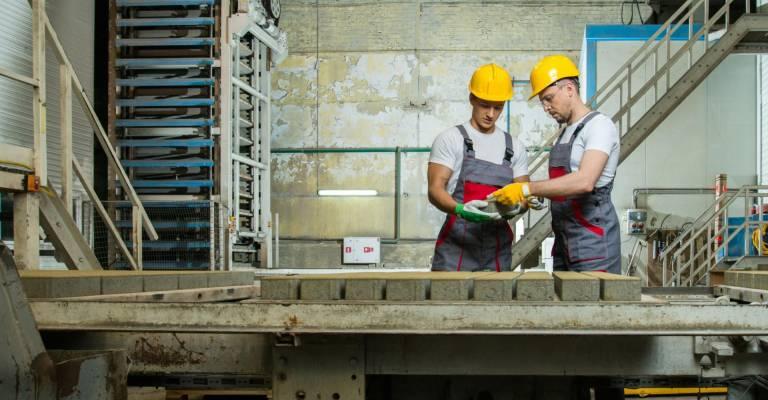 Twee mannen aan het werk